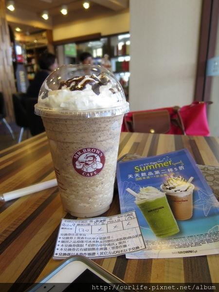 台中市西區.買一送一消暑爽快的黑摩卡可可碎片咖啡冰沙@Mr.Brown伯朗咖啡