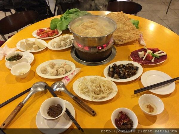 台中西屯.湯濃味鮮的牛肉沙茶爐@牛肉劉沙茶爐