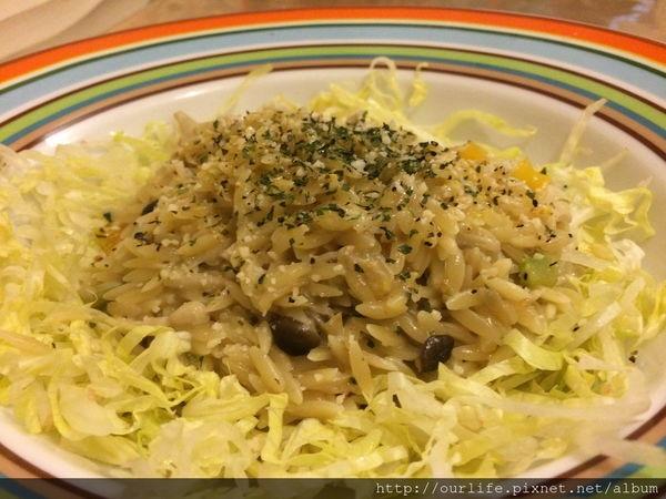 台中西區.料多味美吃很HIGH的野蕈菇珍珠燉飯@柚子蔬食(素食)