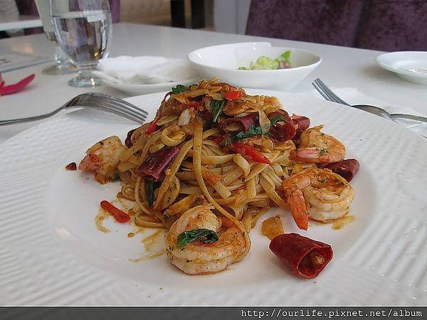 台中.夠味料多又實在的香蒜鮮蝦義大利麵@法米亞義式餐廳