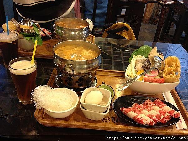 台中.依舊有實力的紅茶店味噌火鍋@水牛茶店(+wifi)