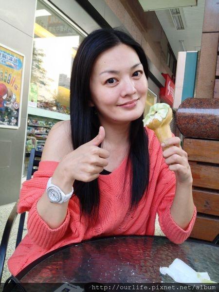 台中.35元茶奶雙拼得宜的抹茶霜淇淋@全家便利商店