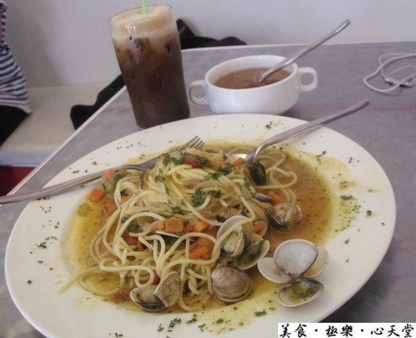 台中.5星品質路邊價青醬海鮮義大利麵@天堂早午餐(+wifi)