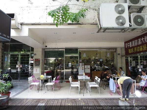 台中科博館.店狗可愛小熊鬆餅很吸睛@428 Cafe(+wifi)