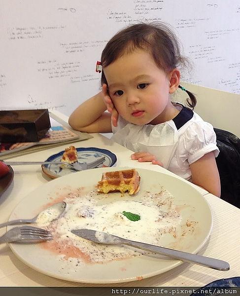 台中.不甜不膩百吃不厭的草莓甜心鬆餅@deer cafe迷鹿咖啡(+wifi)