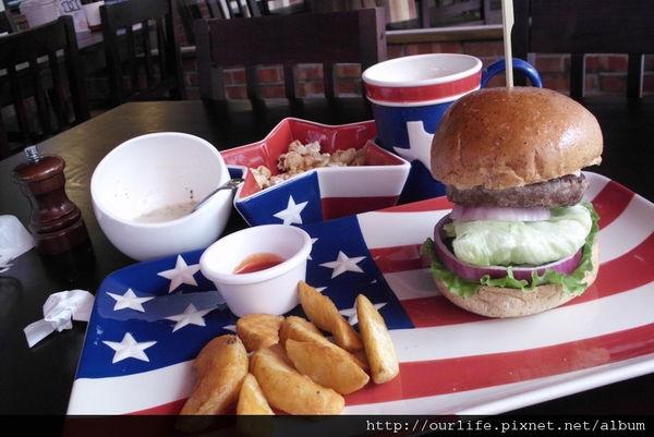 台中.爆汁爆不停的juicy牛肉漢堡@Burger Jungle漢堡叢林(結業)