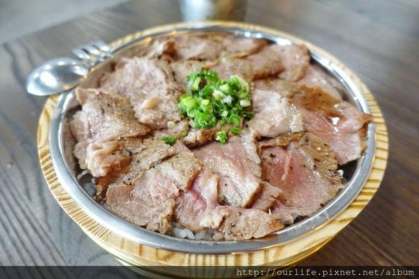 台中SOGO商圈.199元肉感滿分的香煎鹽燒牛肉麻婆飯@晨間朝食