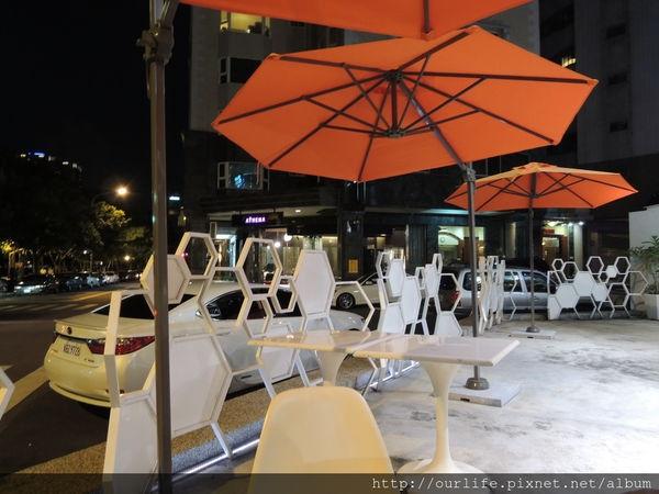 台中西區.料多夠味的泰式海鮮炒飯@Bug&Bee(+wifi)