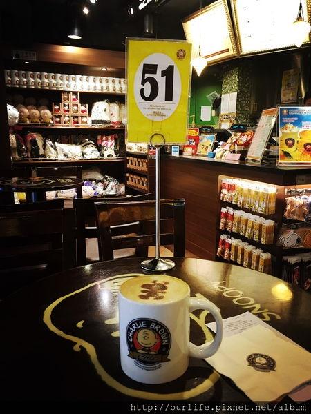 香港尖沙咀.史奴比陪喝的香純濃咖啡@查理布朗咖啡館