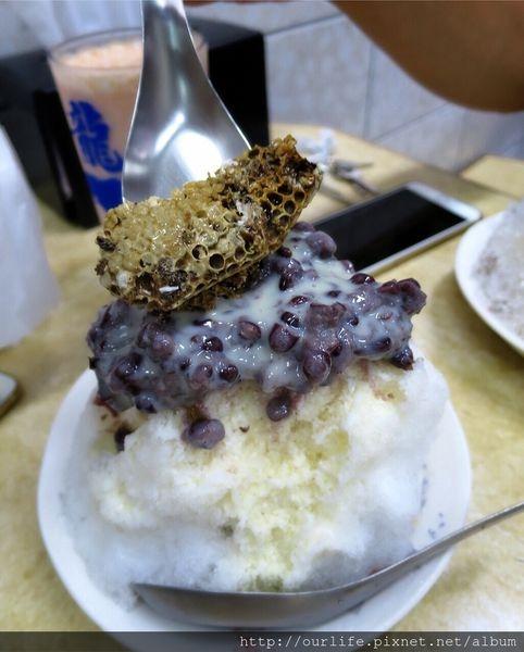 台中中區.清涼消暑的古早味紅豆牛奶冰/蜜豆冰@龍川冰菒室