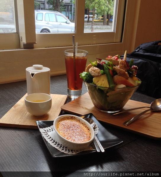 台中.爽脆新鮮又可口的煙燻鮭魚沙拉@好食慢慢早午餐(+wifi)
