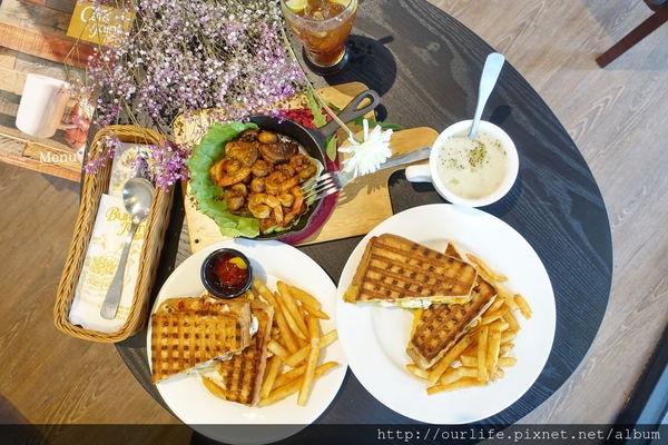 台中南屯.美國南部真材實料的起濃起司青醬鮪魚帕里尼@Cafe Joint 7分SO(+WIFI)