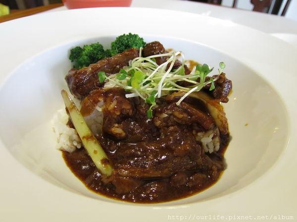 台中北區.180元超值道地又傳統的勃艮地紅酒燉牛肉飯@Joy's Cafe