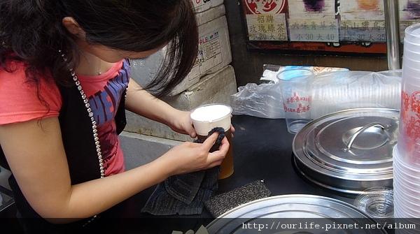 就是愛做白鬍子美眉-鮮奶蓋綠茶@九龍城香港茶逢甲店