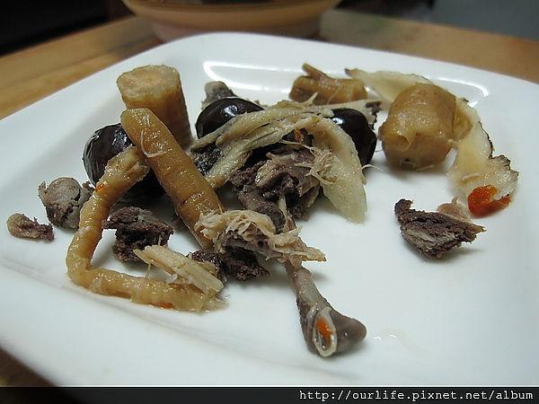 冬季暖身湯品.竹笙准杞煲雞湯@訪客快樂營養湯