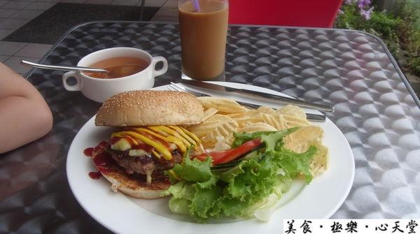 台中.99元超值熔岩漢堡套餐@天堂早午餐(+wifi)