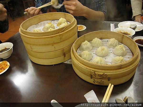 台北.老饕最愛的爆汁燙嘴小籠湯包@杭州小籠湯包
