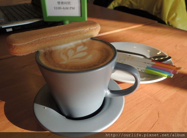 台中.就算跪趴也甘願的甘醇香濃拿鐵@迴柑橙咖啡Orangery Cafe(+wifi)