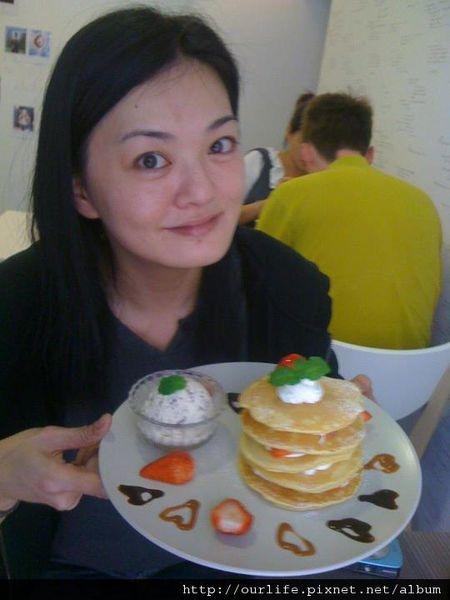 台中.老外也愛吃的草莓甜心鬆餅@deer cafe迷鹿咖啡(+wifi)