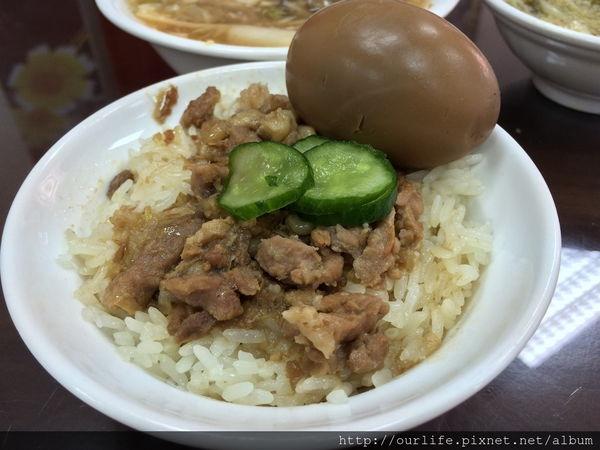 台中西區.肉燥米糕柴魚湯@甲八碗