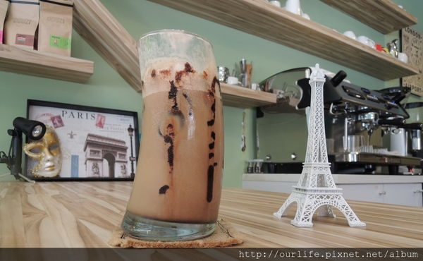 台中.喝咖啡旅行全世界@DOUZI cafe城市豆子(+wifi)