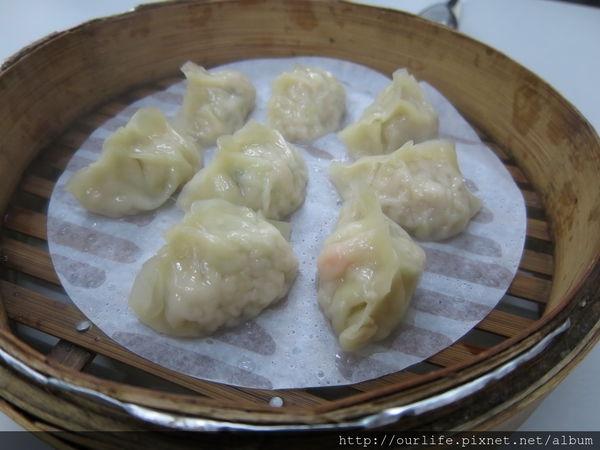 台中北區.40元味美學生價的鮮蝦蒸餃@周記餃子