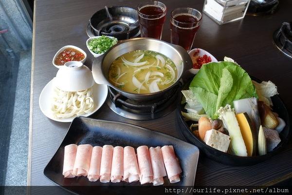 彰化.湯頭香甜料實在的味噌培根豬火鍋@十二段鍋物(+WIFI)