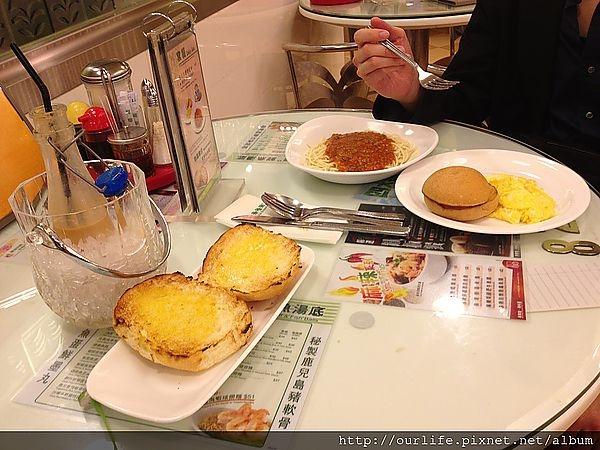 香港尖沙咀.魂牽夢縈的奶油豬仔凍奶茶@翠華茶餐廳