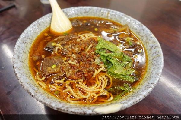台中東山.肉多筋多吃到翻的香辣雙拼牛肉麵@尊品汁牛肉麵