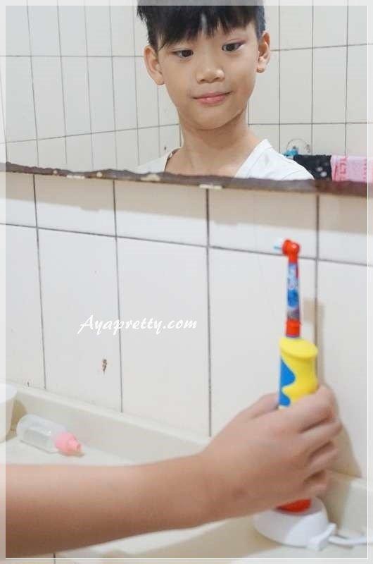 德國百靈Oral-B 海底總動員 D10兒童充電電動牙刷 (20).JPG
