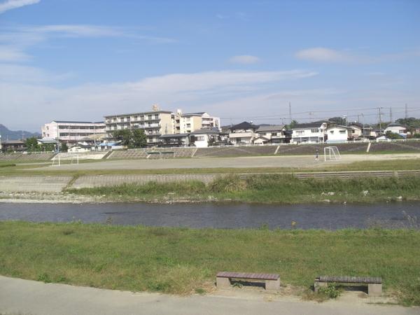 河堤邊的公共設施
