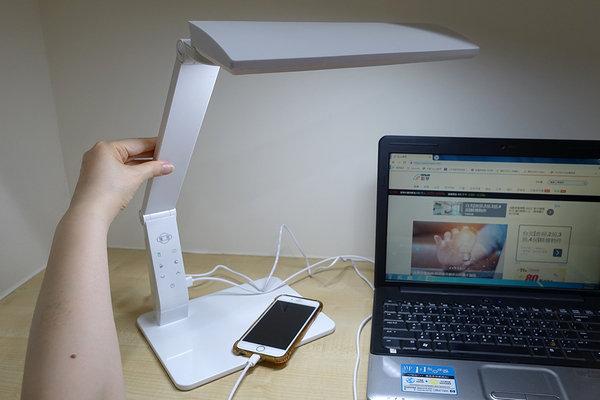 旭光LED護眼檯燈、自然光燈泡、雪糕燈開箱 (27).jpg