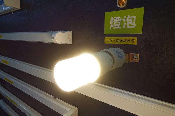 旭光LED護眼檯燈、自然光燈泡、雪糕燈開箱 (12).jpg