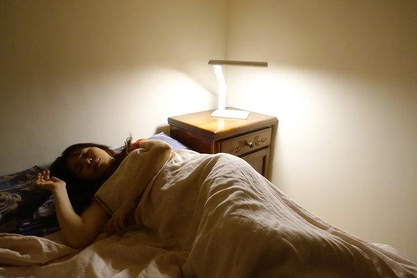 旭光LED護眼檯燈、自然光燈泡、雪糕燈開箱 (33).jpg