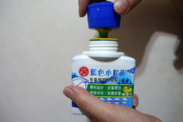 藍色小精靈自動潔廁芳香劑 (14).JPG