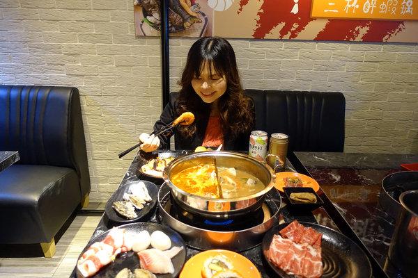 台北聚餐火鍋吃到飽-嗨蝦蝦百匯鍋物吃到飽,罐裝啤酒喝到飽 (56).jpg