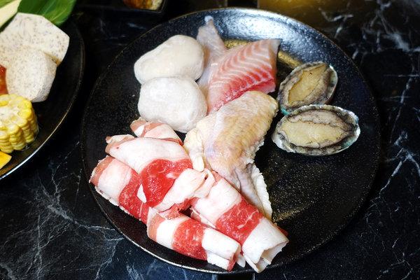台北聚餐火鍋吃到飽-嗨蝦蝦百匯鍋物吃到飽,罐裝啤酒喝到飽 (36).jpg