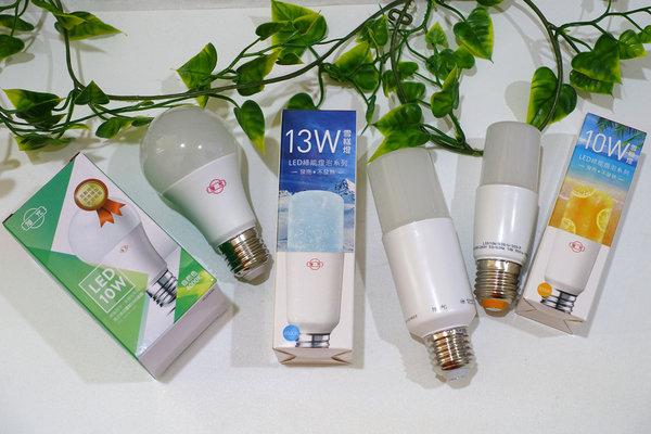 旭光LED護眼檯燈、自然光燈泡、雪糕燈開箱 (6).jpg
