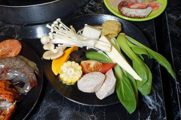 台北聚餐火鍋吃到飽-嗨蝦蝦百匯鍋物吃到飽,罐裝啤酒喝到飽 (38).jpg