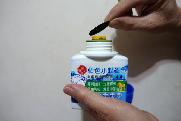 藍色小精靈自動潔廁芳香劑 (12).JPG