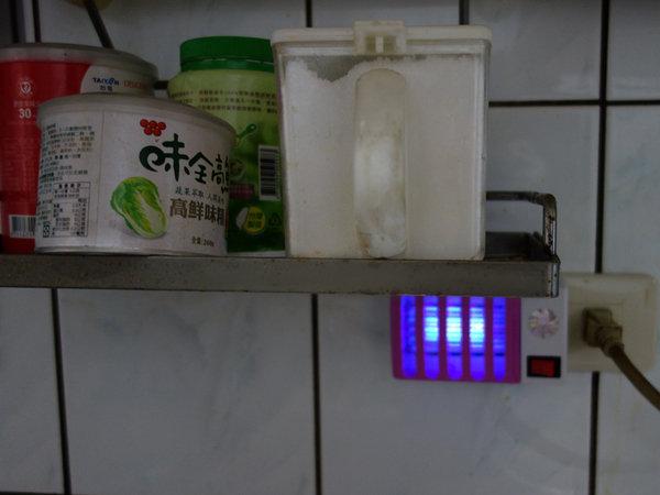 省電王 二代LED捕蚊燈 S108 (19).JPG