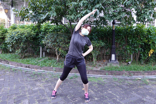 3分鐘無跳耀、不需器材的居家運動-你不知道的國民健身操 (9).jpg