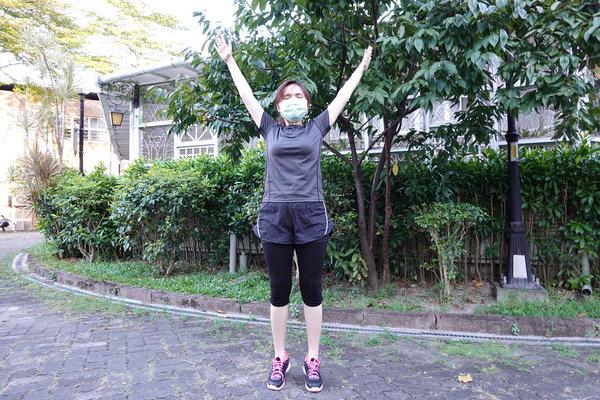 3分鐘無跳耀、不需器材的居家運動-你不知道的國民健身操 (13).jpg