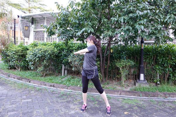 3分鐘無跳耀、不需器材的居家運動-你不知道的國民健身操 (12).jpg