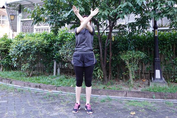 3分鐘無跳耀、不需器材的居家運動-你不知道的國民健身操 (5).jpg