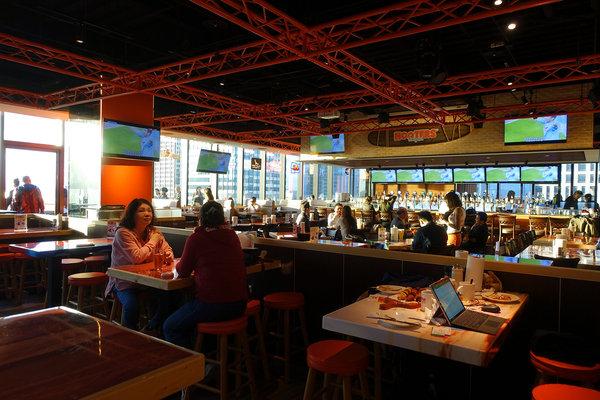 Hooters信義店-遠百信義A13餐廳推薦,遠百信義A13聚餐餐廳 (4).jpg