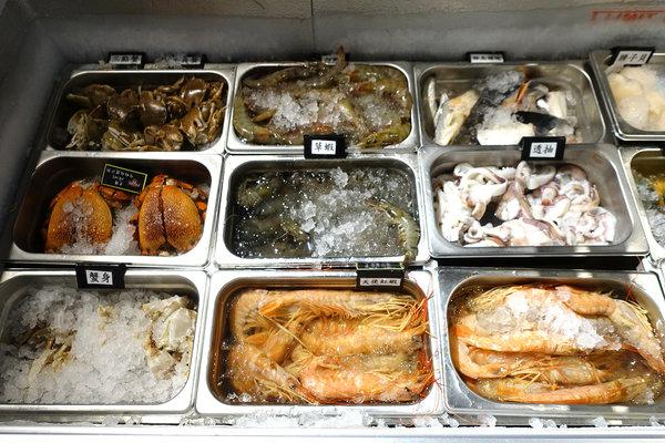 台北聚餐火鍋吃到飽-嗨蝦蝦百匯鍋物吃到飽,罐裝啤酒喝到飽 (33).jpg
