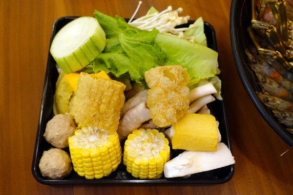 松江南京站聚餐火鍋吃到飽-嗨蝦蝦三杯醉蝦石頭鍋 (32).jpg