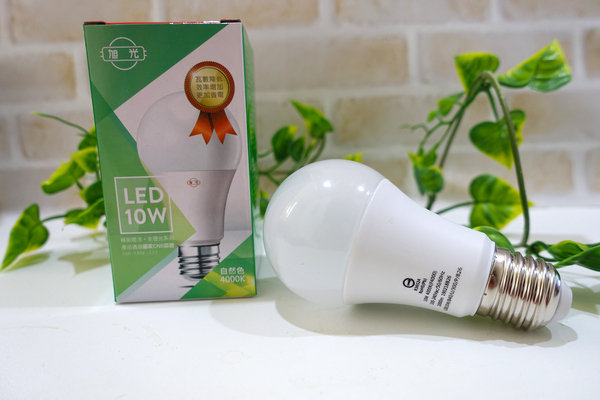 旭光LED護眼檯燈、自然光燈泡、雪糕燈開箱 (7).jpg