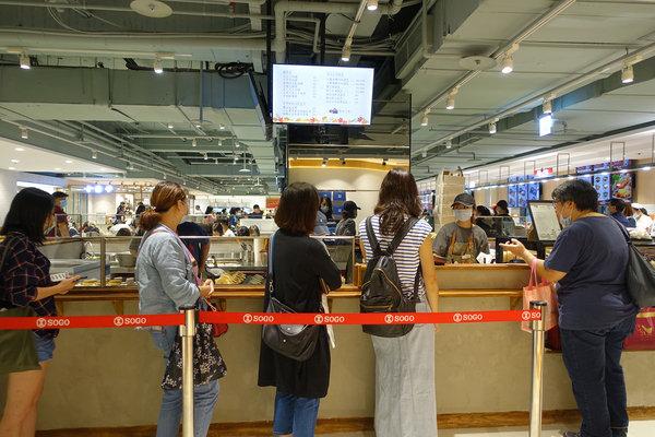 青畑九號豆製所台北忠孝SOGO店,台北東區好吃紅豆餅 (3).jpg